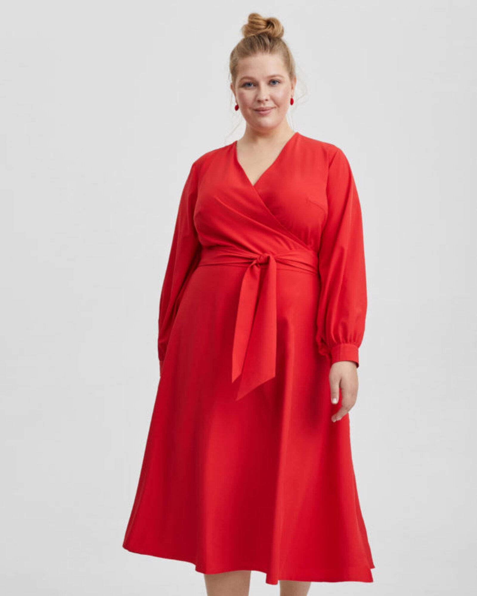Платье женское с запахом красное Plus size