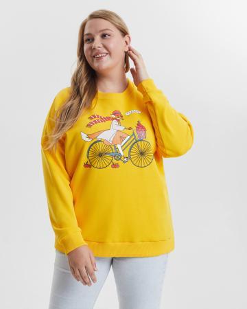 Свитшот женский  «Лиса на велосипеде» горчичный Plus size